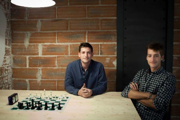 Carlos y Óscar Pierre en una entrevista para El Mundo